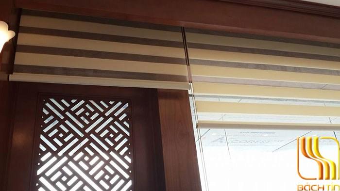 Màn sáo cuốn 2 lớp so le nhau màu kem cửa sổ bé ở Đà Nẵng