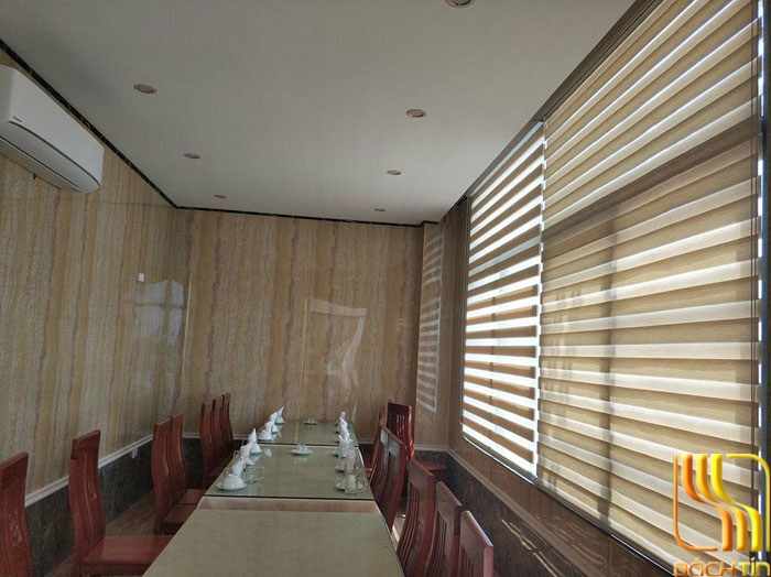 Mẫu rèm cửa vách kính nhà hàng khách sạn ở Đà Nẵng