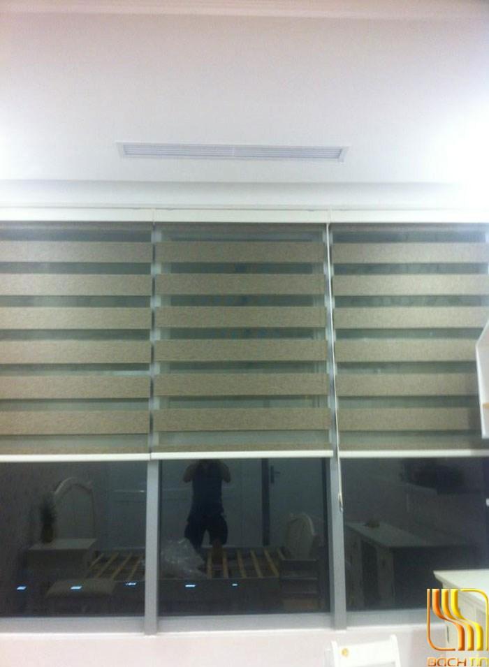rèm cuốn màu xanh gọn nhẹ cho không gian hẹp tại trung cư ở Đà Nẵng