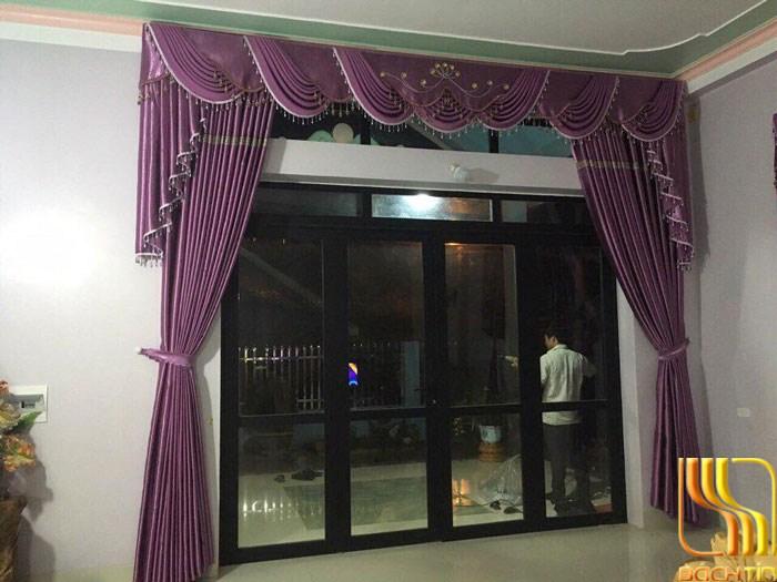 rèm vải cửa chính màu tím
